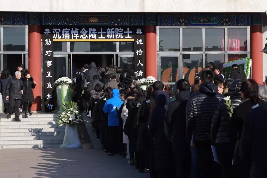 健康中国报道   我国著名病理生理学家、中国科学院院士陆士新遗体告别仪式在北京八宝山革命公墓举行